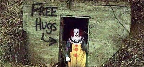 Creepy Clown - Free Hugs